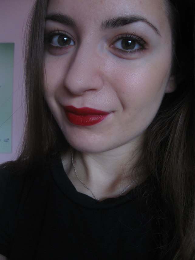 mac salon rouge lipstick face